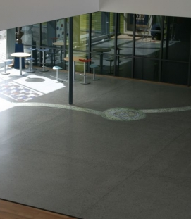 Byåsen school, assembly floor area: glass in concrete
